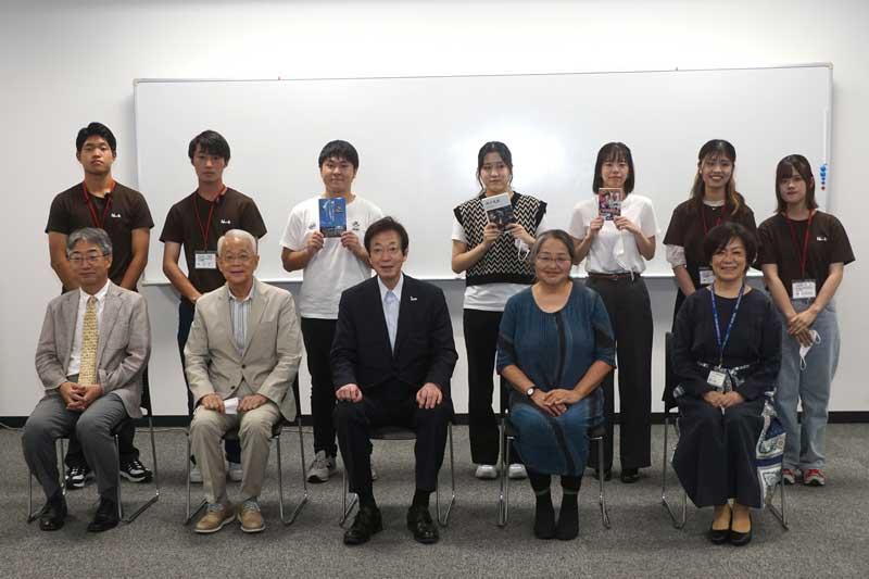 登壇者と会場運営担当者の記念写真